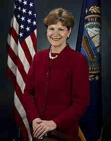 220px-Jeanne_Shaheen,_official_Senate_photo_portrait,_2009.jpg