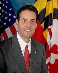 220px-John_Sarbanes,_official_110th_Congress_photo_portrait_2.jpg