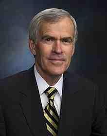220px-Official_Photo_of_Senator_Jeff_Bingaman_(D-NM)_2008.jpg