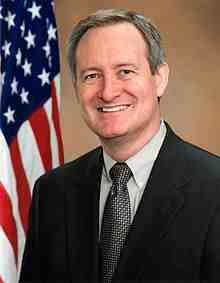 Mike_Crapo_Official_Photo_110th_Congress.jpg
